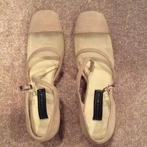 Cream suede shoes, with mesh, heel, buckle, 8.5m